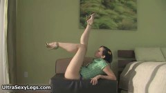Flexible babe exposing her legs - duration 03:09