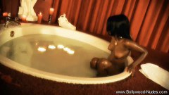 Hot clensing bath from Bollywood - duration 06:59