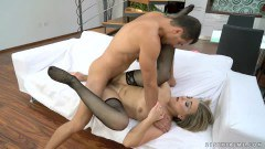 Insatiable mature Valerie Voss pussy eaten and drilled by boy toy  - duration 07:58