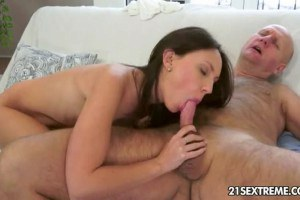 Bold old timer enjoys young pussy