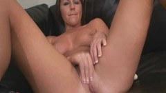 Horny Bella fingering
