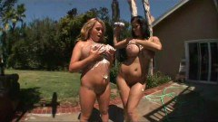 Buty Brandy and Carmella in threesome