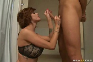 Joslyn James sucking big cock