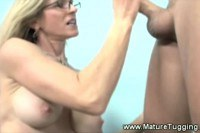 Watch this milf wank in here!