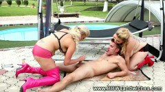 Two blonde BBW ladies in outdoor fuck