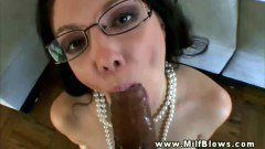 A dirty milf gives head!