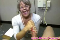 Nasty mature chick in handjob