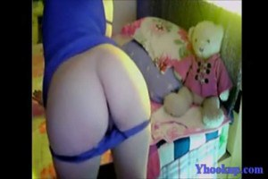 Sexy Chinese beauty stripping