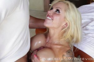 Dream blonde pussy nailed by her masseuse