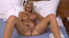 Young babe deeply toyed cunt