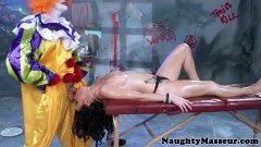 Tattooed Babe Sucking Deepthroat Gagging Fucked By A Clown