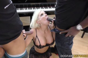 Stunning Savannah Stevens does two black cocks