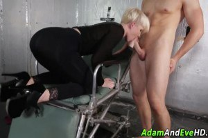 Blonde can't resist a cock even she just woke up