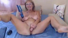 Russian mature climaxing on webcam with her dildo
