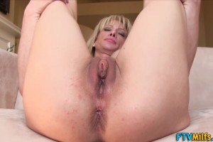 MILF shows her pussy in close up before a solo