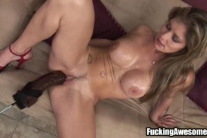 Tempestuous MILF pleasures her twat with a fucking machine