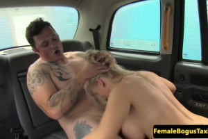 Blonde taxi driver does a married man