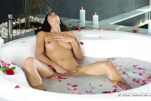 Alexa Tomas in romantic bath sex