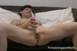 Horny MILF Olivia G has an orgasm while using the magic wand