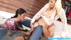 Two hot glam babes share stud's dick with their mouths and pussies