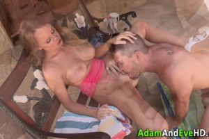 Sizzling hot babe sucks cock and gets pussy eaten after party