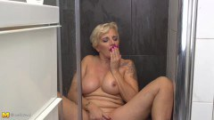 Mature blonde housewife pleasing her hot wet pussy