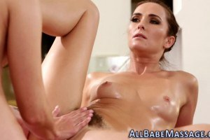 Masseuse Bianca Breeze gets pussy rubbed by Georgia Jones