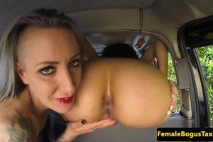 UK cabbie lesbo gets pleasured on the backseat
