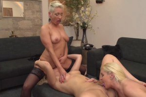 Blonde old and young lesbo 3some with intense cunnilingus
