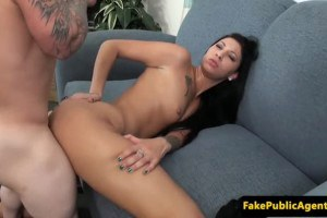 Inked auditioning beauty pussy drilled by midget