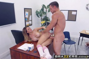 Quinn Wilde busty student gets pussy drilled in the classroom