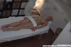 Perfect blonde got her every curve massaged