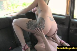 English cabbie gets her vagina licked by dyke