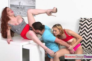 Veronica Vain pussylicked in 3way with stepdaughter Lolo Punzel