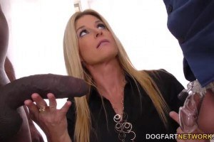 Cuckolding MILF India Summer gets her wet pussy stretched to the max