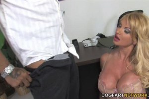 Busty cougarmom Taylor Wayne Craves Her Boss' BBC