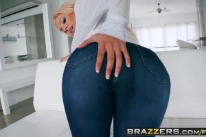 Luna Star's booty in jeans is perfect for passionate anal sex