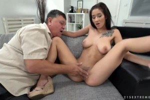 Darcia Lee likes very old cock