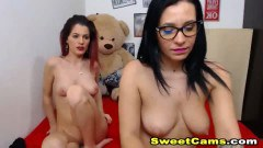 Hot kiki cunt licking and Strapon Play Live on webcam