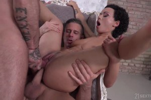 Stacy Bloom hot brunette double penetrated and jizzed in 3way