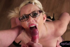 Spex British beauty cumsprayed on her knees