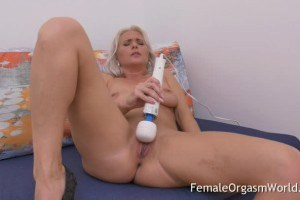 Turned on mature Kathy Anderson striptease and vibes cunt with Hitachi Wand