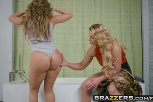 Phoenix Marie wants to fuck Richelle Ryan's booty with her strapon