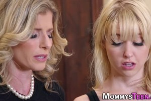 Chloe Cherry seduced and pussylicked by stepmom Cory Chase