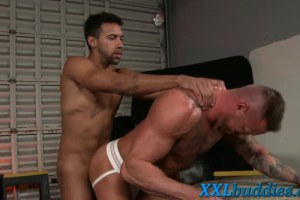 Bodybuilder takes fat rod in his asshole