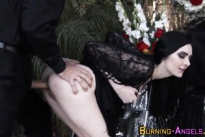 Inked punk gets plowed and blows at funeral