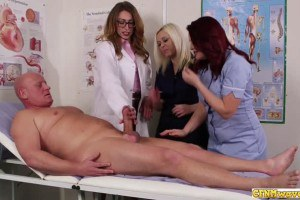 Tool hungry nurse cuties share blow job