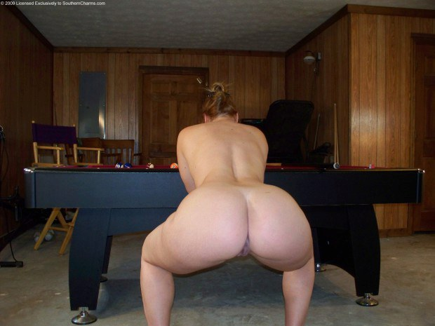 BBW amateur shows her beautiful ass by the pool table