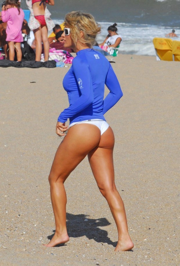Tanned blonde has a nice ass at the beach
