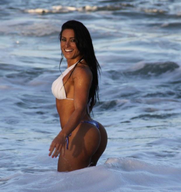 Brunette Latina has a spectacular butt
